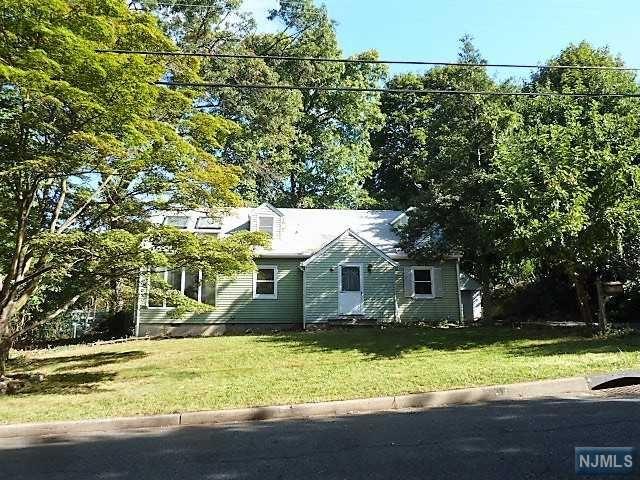 31 Broad Ave, Paramus, NJ 07652