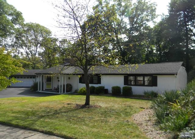 210 Manor Rd, Ridgewood, NJ 07450