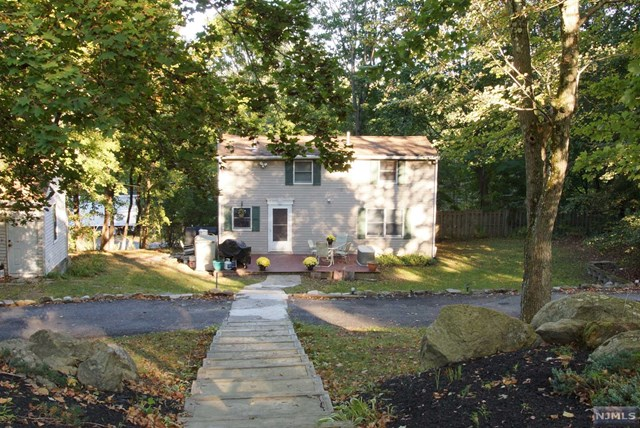 Single Family Home for Sale at 11 Palmer Pl 11 Palmer Pl Allamuchy, New Jersey 07840 United States