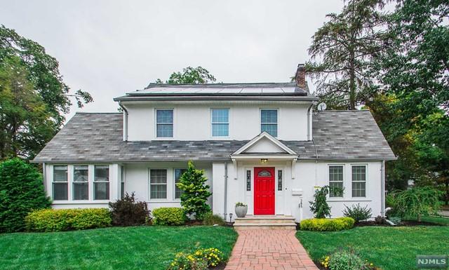 385 Evergreen Pl, Ridgewood, NJ 07450