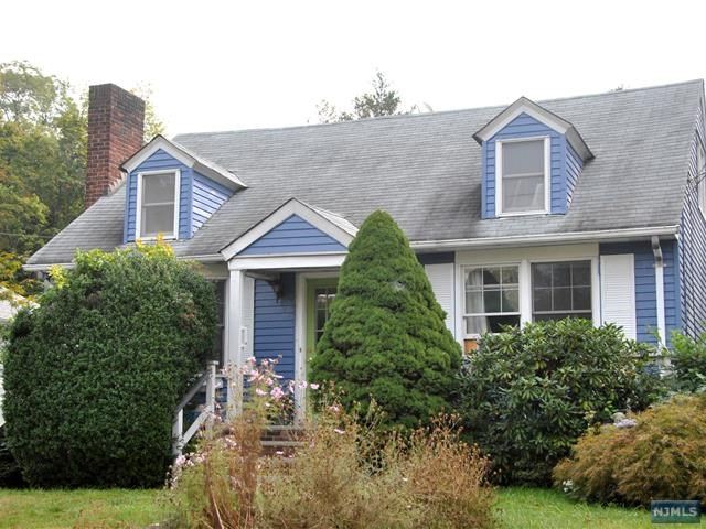 231 Lakeview Dr, Ridgewood, NJ 07450