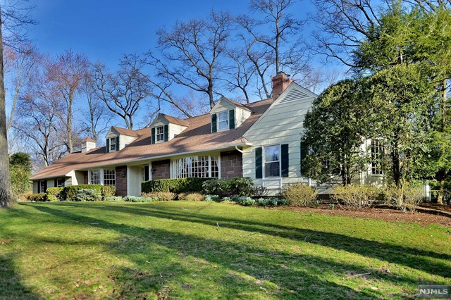 3 Twin Brooks Rd, Saddle River, NJ 07458