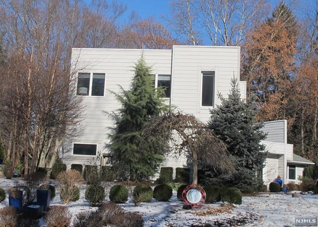 785 Bingham Rd, Ridgewood, NJ 07450