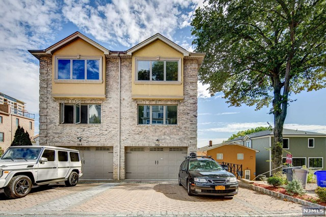 1162 River Rd A, Edgewater, NJ 07020
