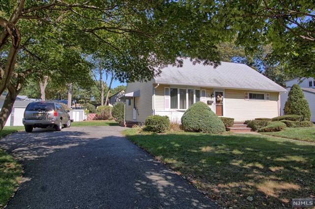 573 Green Valley Rd, Paramus, NJ 07652