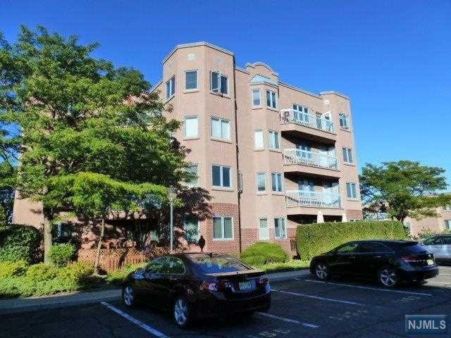406 Penn Ct 406, Edgewater, NJ 07020