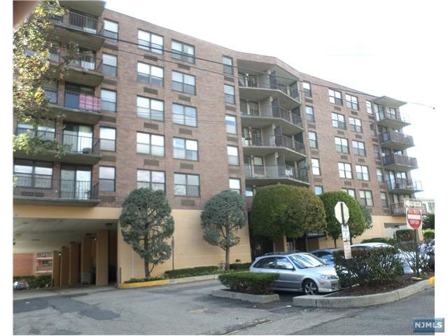 200 Division St 2H, Cliffside Park, NJ 07010