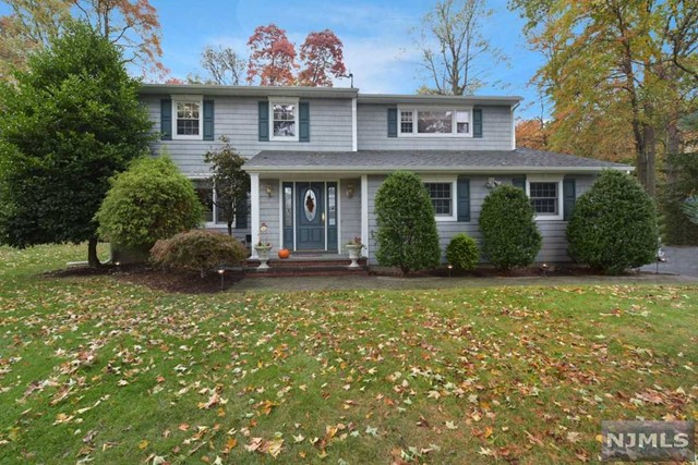 27 Colonial Heights Dr, Ramsey, NJ 07446