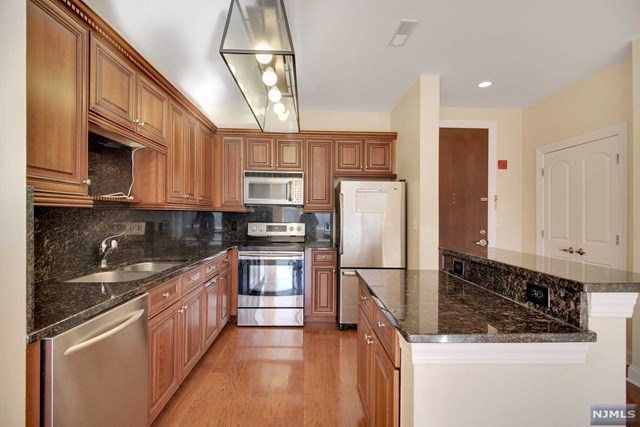 22 Ave At Port Imperial 322, West New York, NJ 07093