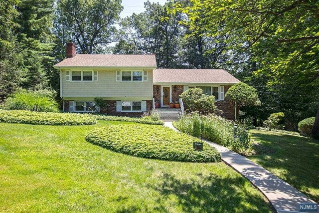 16 Eton Dr, North Caldwell, NJ 07006