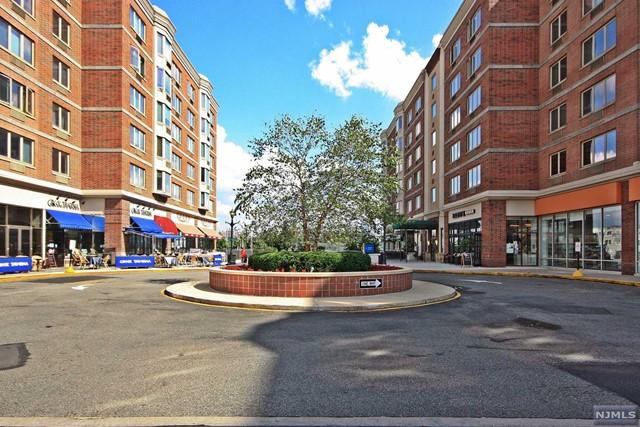 5509 City Pl, Edgewater, NJ 07020