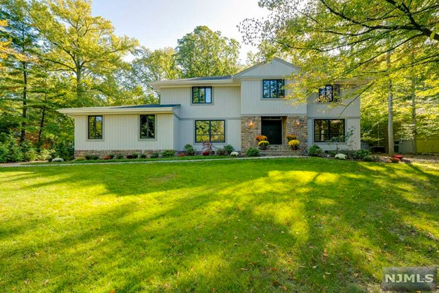 80 Evergreen Dr, North Caldwell, NJ 07006