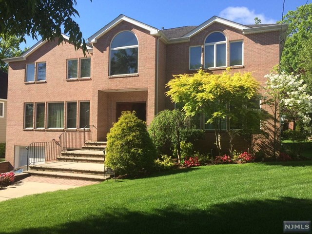 Single Family Home for Sale at 318 Warwick Avenue 318 Warwick Avenue Teaneck, New Jersey 07666 United States