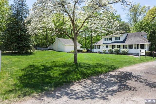 519 Harriet Pl - Franklin Lakes, New Jersey