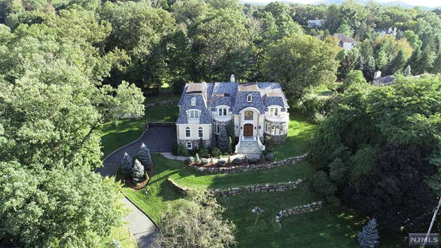 Single Family Home for Sale at 625 Summit Avenue 625 Summit Avenue Franklin Lakes, New Jersey 07417 United States
