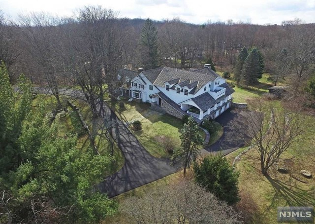 Single Family Home for Sale at 54 Pleasant Avenue 54 Pleasant Avenue Upper Saddle River, New Jersey 07458 United States