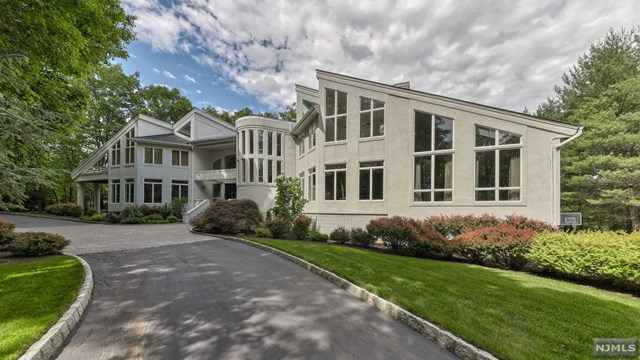 Single Family Home for Sale at 817 West Shore Drive 817 West Shore Drive Kinnelon, New Jersey 07405 United States