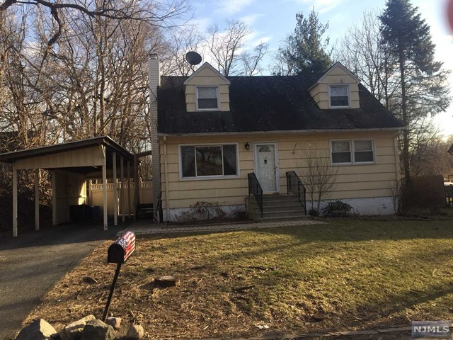 Single Family Home for Sale at 92 North Railroad Avenue 92 North Railroad Avenue Mahwah, New Jersey 07430 United States