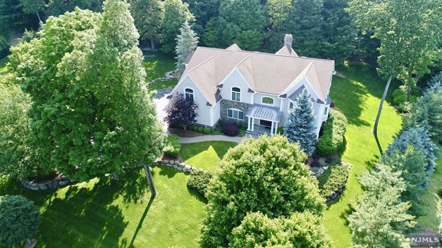 Single Family Home for Sale at 40 Bramshill Drive 40 Bramshill Drive Mahwah, New Jersey 07430 United States