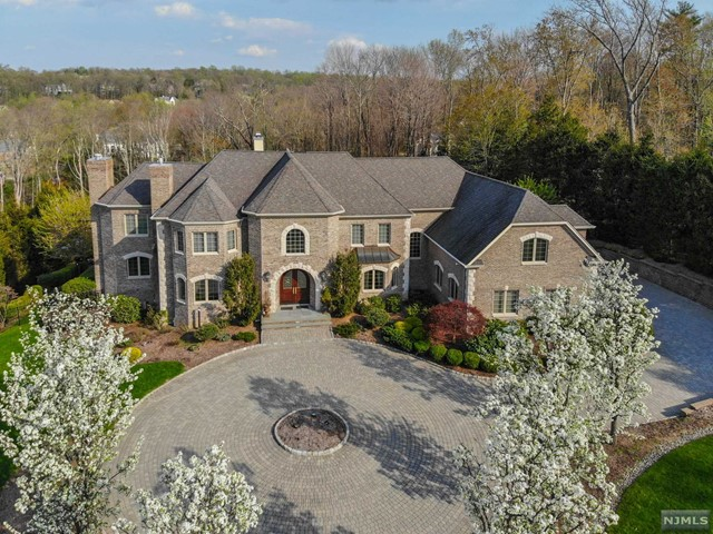 Single Family Home for Sale at 25 Brams Hill Drive 25 Brams Hill Drive Mahwah, New Jersey 07430 United States