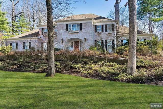 Single Family Home for Sale at 37 Gordon Road 37 Gordon Road Essex Fells, New Jersey 07021 United States