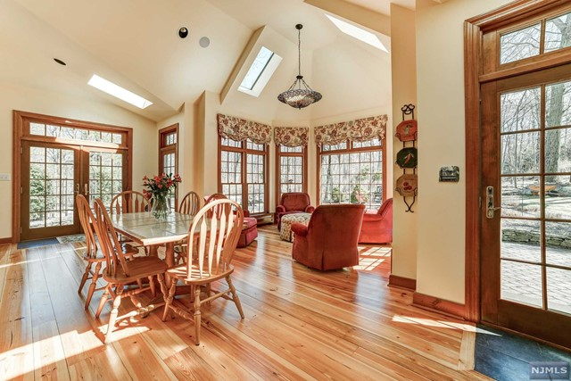 Single Family Home for Sale at 33 Hampshire Road 33 Hampshire Road Mahwah, New Jersey 07430 United States