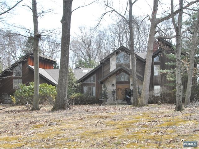 Single Family Home for Sale at 15 East Denison Drive 15 East Denison Drive Saddle River, New Jersey 07458 United States