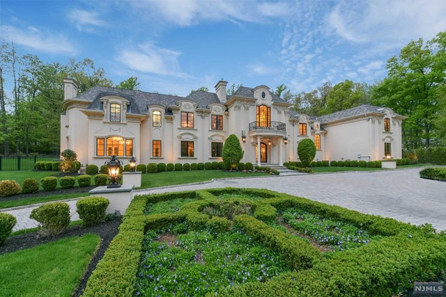 Single Family Home for Sale at 25 Burning Hollow Road 25 Burning Hollow Road Saddle River, New Jersey 07458 United States
