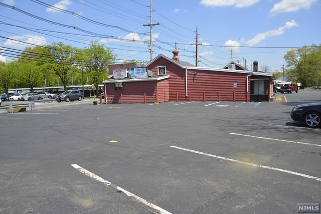 Commercial / Office for Sale at 995 Goffle Road 995 Goffle Road Hawthorne, New Jersey 07506 United States