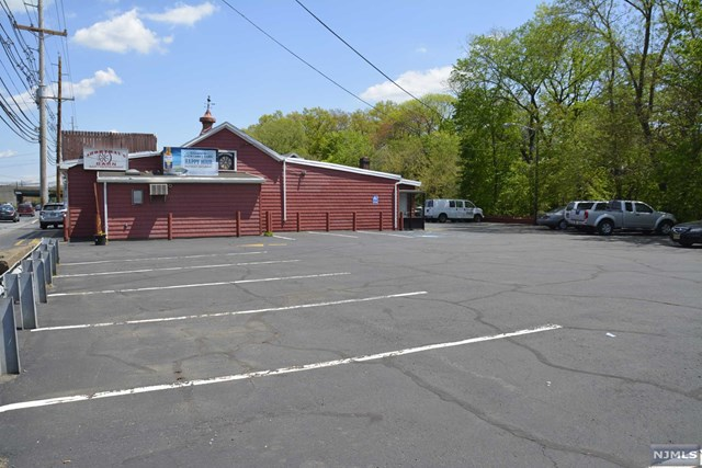 Additional photo for property listing at 995 Goffle Road 995 Goffle Road Hawthorne, New Jersey 07506 United States