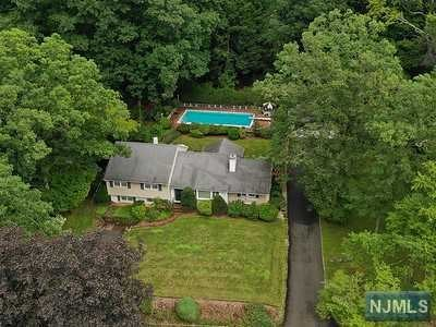Single Family Home for Sale at 361 Pines Lake Drive 361 Pines Lake Drive Wayne, New Jersey 07470 United States