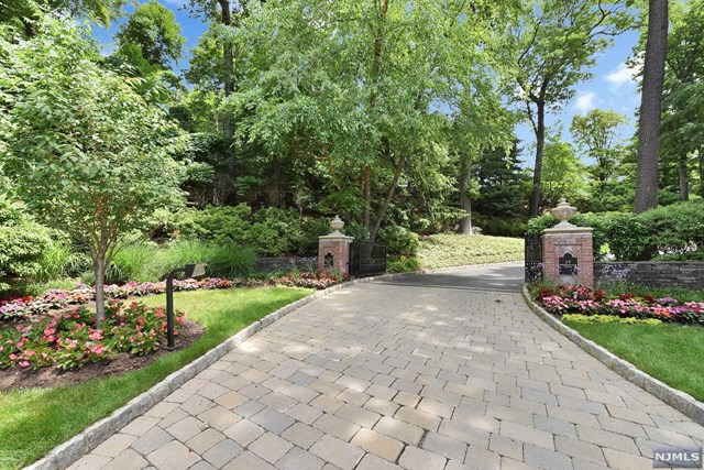 Additional photo for property listing at 17 Shinnecock Trail 17 Shinnecock Trail Franklin Lakes, New Jersey 07417 United States