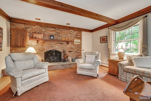 Single Family Home for Sale at 4 Highview Terrace 4 Highview Terrace Upper Saddle River, New Jersey 07458 United States