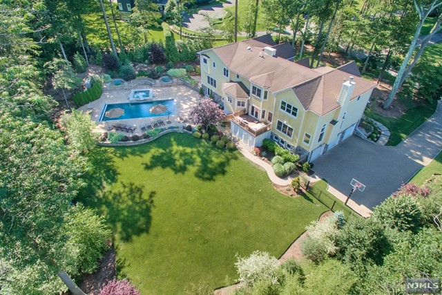 Single Family Home for Sale at 43 Dogwood Hill Road 43 Dogwood Hill Road Upper Saddle River, New Jersey 07458 United States