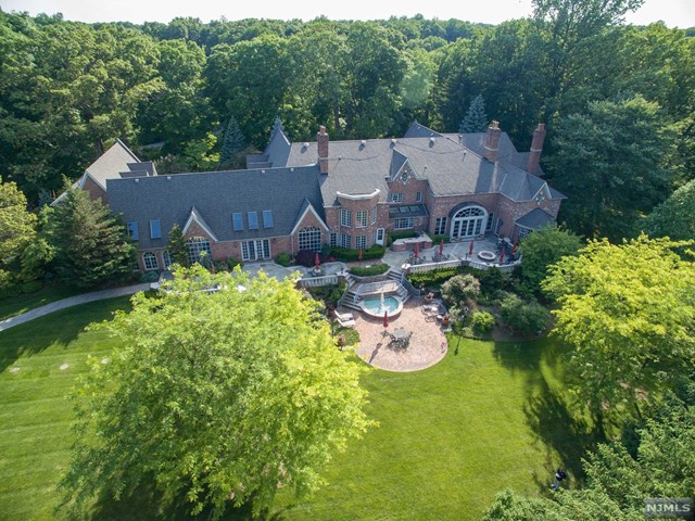 Single Family Home for Sale at 1055 High Mountain Road 1055 High Mountain Road Franklin Lakes, New Jersey 07417 United States