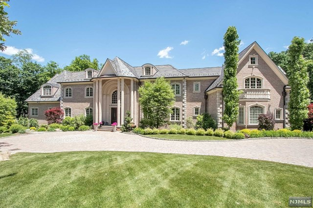 Single Family Home for Sale at 15 Farmstead Road 15 Farmstead Road Mahwah, New Jersey 07430 United States