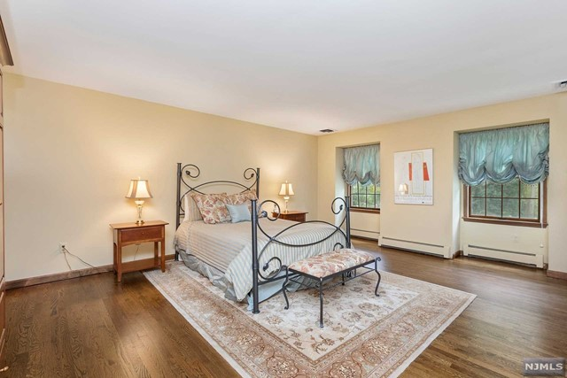 Additional photo for property listing at 453 Mystic Court Wyckoff, New Jersey 07481 United States