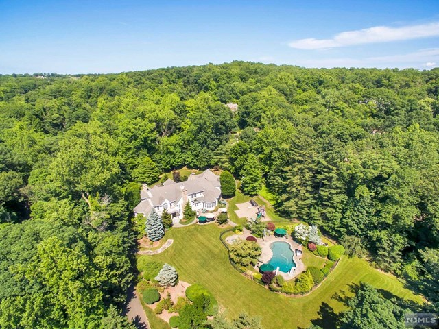 Single Family Home for Sale at 211 Highwood Avenue 211 Highwood Avenue Tenafly, New Jersey 07670 United States