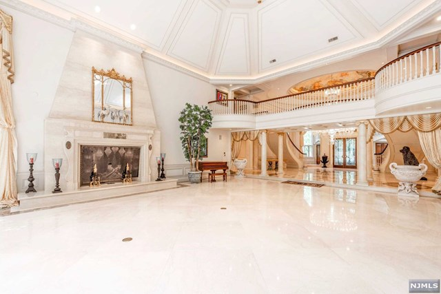 Additional photo for property listing at 101 Fox Hedge Road 101 Fox Hedge Road Saddle River, New Jersey 07458 United States