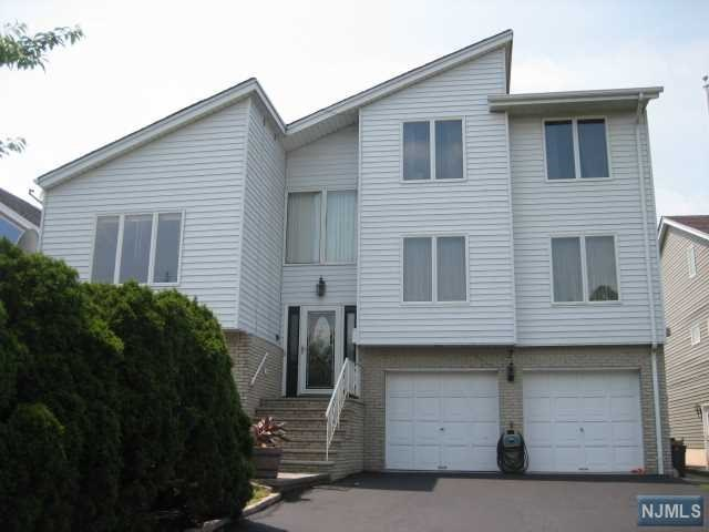 Villas / Townhouses for Sale at 7 Jarico Drive 7 Jarico Drive Wallington, New Jersey 07057 United States