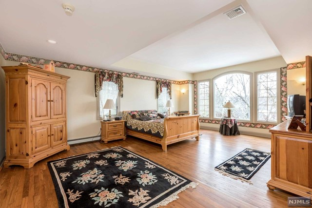 Additional photo for property listing at 2 Degraaf Court 2 Degraaf Court Mahwah, New Jersey 07430 United States