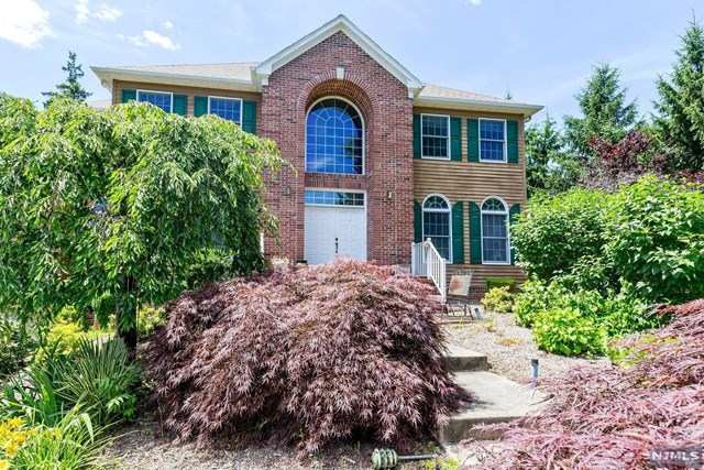 Single Family Home for Sale at 79 Brooklake Road 79 Brooklake Road Florham Park, New Jersey 07932 United States