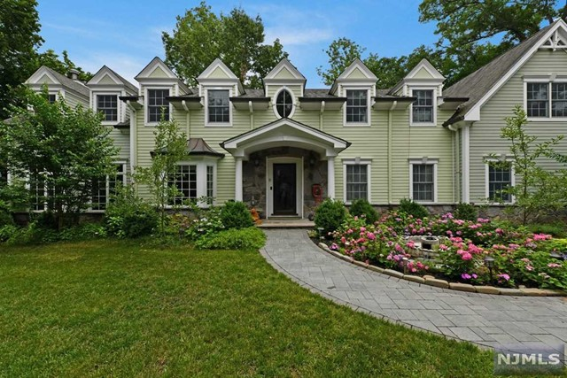 Single Family Home for Sale at 317 Highland Avenue 317 Highland Avenue Ridgewood, New Jersey 07450 United States
