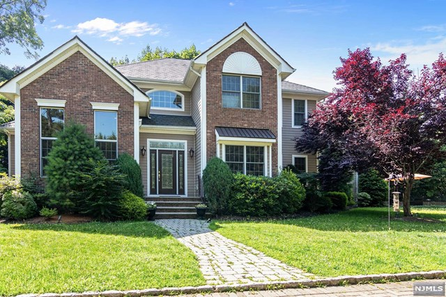 Single Family Home for Sale at 170 Satterthwaite Avenue 170 Satterthwaite Avenue Nutley, New Jersey 07110 United States