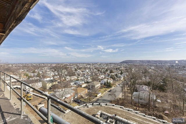 Additional photo for property listing at 555 Preakness Avenue 555 Preakness Avenue Totowa, New Jersey 07512 United States