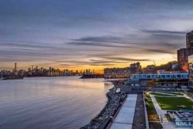 Condo / Townhouse for Sale at THE PEARL, 9 Somerset Lane 9 Somerset Lane Edgewater, New Jersey 07020 United States