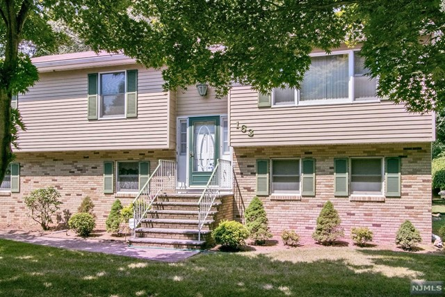 Single Family Home for Sale at 163 Crescent Avenue 163 Crescent Avenue Wyckoff, New Jersey 07481 United States