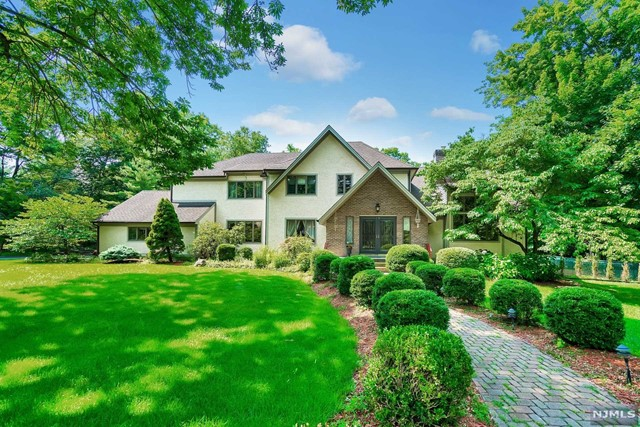 Single Family Home for Sale at 10 Longwood Court Woodcliff Lake, New Jersey 07677 United States