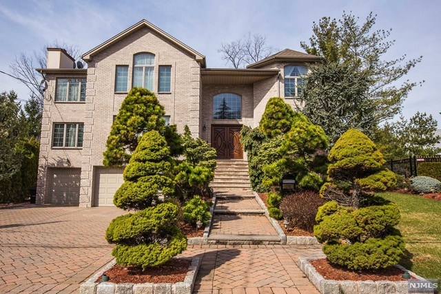 Single Family Home for Sale at 1111 Arcadian Way 1111 Arcadian Way Fort Lee, New Jersey 07024 United States