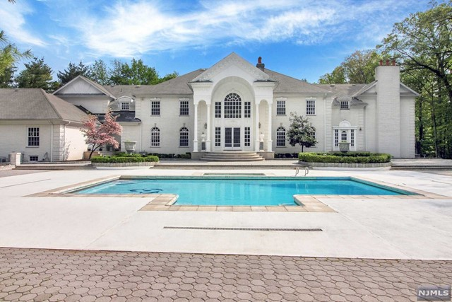 Additional photo for property listing at 325 South Orange Avenue 325 South Orange Avenue Livingston, New Jersey 07039 United States